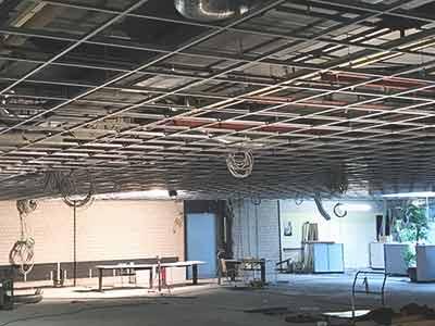 Bürogebäude in Vorbereitung für Raumakustik